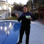 Sami mit Refreshingkarten zur Aktivierung der gelernten Vokabeln